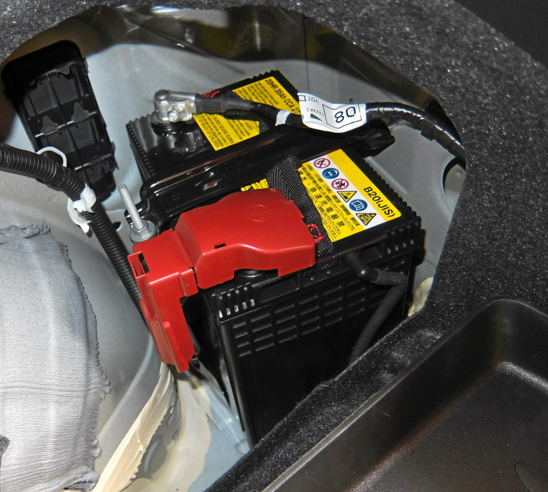 toyota prius 12 volt battery location get free image about wiring diagram. Black Bedroom Furniture Sets. Home Design Ideas
